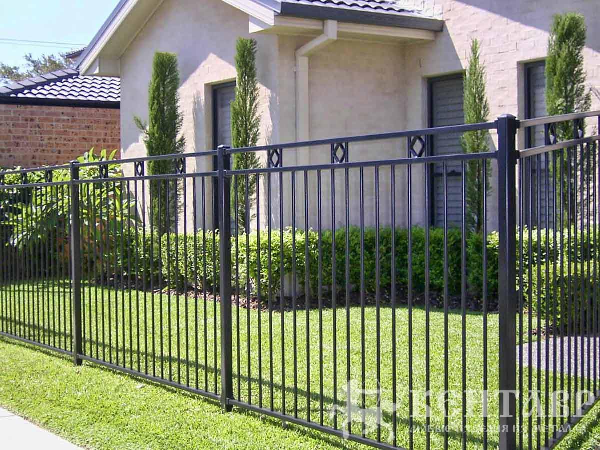 Металлические забор на даче